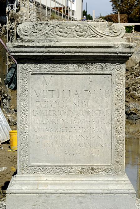 Ara Funeraria scoperta a Modena in Via Emilia Est