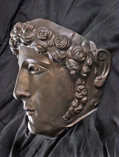 Maschera di elmo traianea, II sec. d. C. da Pontes sul Danubio