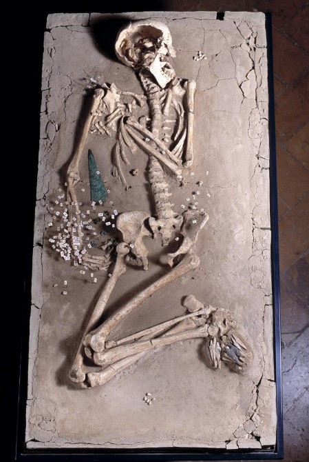 Necropoli di Remedello Sotto (Brescia). Pugnale in selce (età del Rame 2, 2900-2500 a.C.)