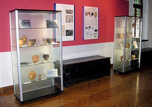 Esposizione dei materiali dalle campagne di scavo presso il Museo Civico G. Sutermeister di Legnano (MI)