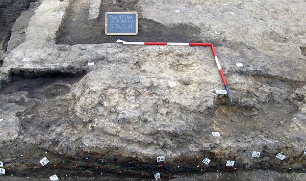 Terzo di Aquileia. Uno dei focolari con base formata da ampia piastra subcircolare in limo